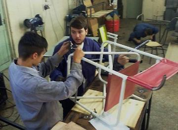 El Instituto Tavelli fabricó sillas de ruedas para la playa
