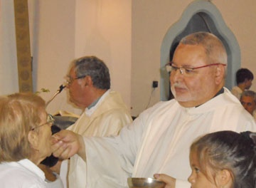 Victoria recibió a su nuevo párroco