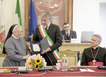 Tortona le entregó la ciudadanía honoraria a la Madre Mabel Spagnuolo
