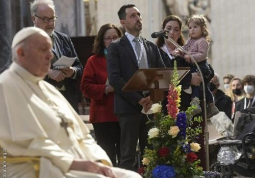El Papa encomienda a María a toda la humanidad, duramente probada por la pandemia